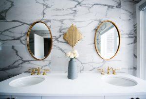 złota łazienka