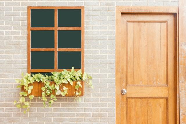 Renowacja drzwi drewnianych